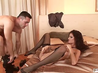 Epic bombshell Leanna Sweet gets her shaved pussy fucked to the extreme