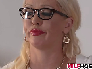 Stepdaughters boyfriend receives enticed by mommy
