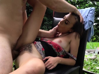 Amber Faye is up for an outdoor quickie in exchange for cash